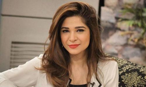 """اداکارہ عائشہ عمر کی """"ہولی""""مناتے ہوئے تصاویر وائرل"""