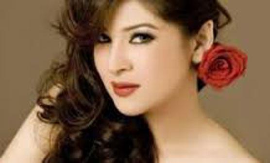 انڈسٹری کو بچانے کیلیے عوام پاکستانی فلموں کو سپورٹ کریں، عائشہ