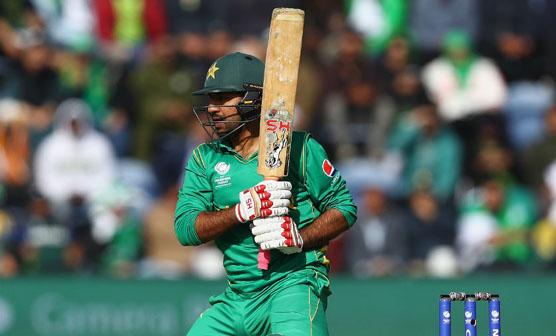 قومی کپتان سرفراز احمد کاﺅنٹی کرکٹ کھیلنے انگلینڈ روانہ