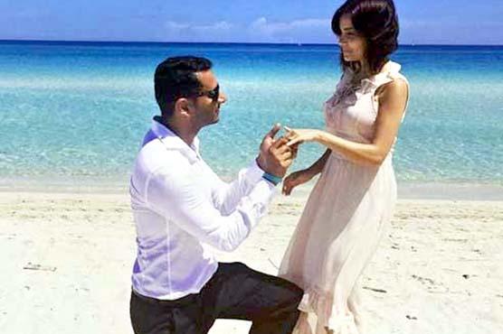 پاکستانی اداکارہ ارمینہ خان  نے منگنی کر لی