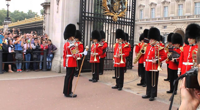 changing guards in london