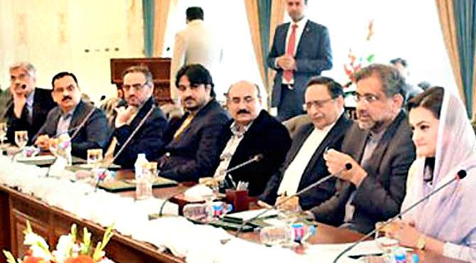 صرف 2ہی لیڈر ہیں ،زرداری مقابلہ نہیں کر سکتے ،شاہد خاقان عباسی کی سی پی این کے وفد سے گفتگو