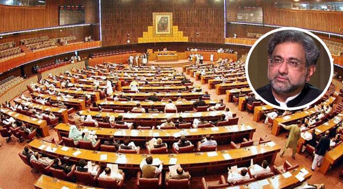 قومی اسمبلی، سینیٹ میں کوئی وزیر خزانہ بننے کا اہل نہیں، وزیر اعظم شاہد خاقان عباسی کی سی پی این ای کے وفد سے کھری کھری باتیں