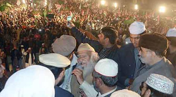حکومت 7 روز کے اندر شریعت کا قانون نافذ کردے ورنہ پورا پنجاب بند کر دیں گے: پیر حمید الدین سیالوی