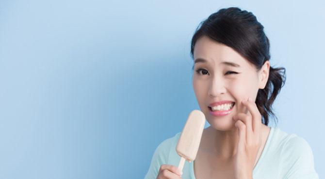 دانتوں کو ٹھنڈا گرم لگنے سے ٹوتھ پیسٹ نہیں بچاسکتا، تحقیق