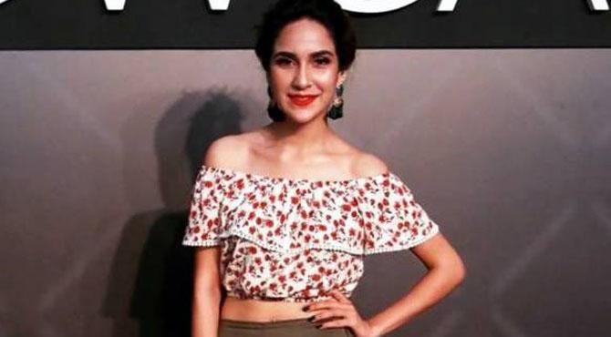 اداکارہ و ماڈل انوشے عباسی نے فیشن شو میںایسا لباس پہن لیا کہ دیکھنے والوں کو بڑا جھٹکا لگ گیا