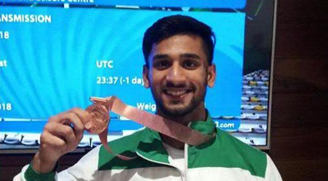 کامن ویلتھ گیمز, ویٹ لفٹر طلحہ طالب نے پاکستان کیلیے پہلا میڈل جیت لیا