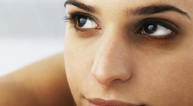 آنکھوں کے گرد سیاہ حلقے ختم کرنے کا بہترین طریقہ