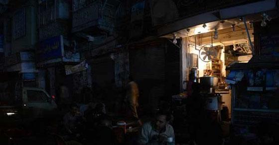 کراچی میں بجلی غائب رہنے کا ریکارڈ ٹوٹ گیا  شہری پھٹ پڑے ،محکمہ موسمیات بھی میدان میں آ گیا