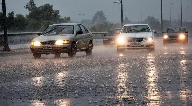 لارنس روڈ، گڑھی شاہو ، مزنگ ، دیگرعلاقوں میں  بارش ، سردی میں اضافہ