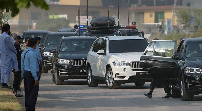 وفاقی حکومت کا وزیراعظم ہاﺅس کی اضافی گاڑیاں فوری نیلام کرنے کا فیصلہ