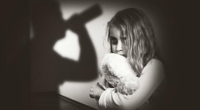 """عطائی ڈاکٹر نے 13 سالہ بچی کو زیادتی کا نشانہ بنا ڈالا ، """" خبریں ہیلپ لائن """" میں انکشاف"""