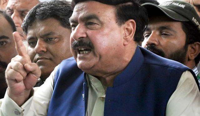 وزیر ریلوے شیخ رشید کے خلاف احتجاج کرنے پر ریلوے ملازمین کے خلاف مقدمہ درج