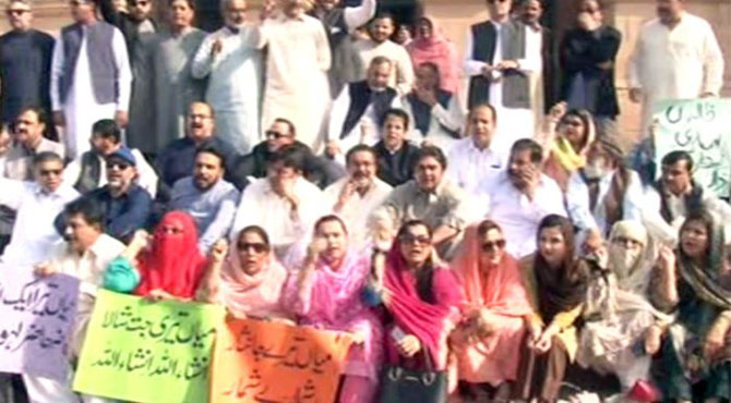 ن لیگ کا 6 اراکین کی ایوان میں بحالی تک پنجاب اسمبلی میں نہ جانے کا اعلان