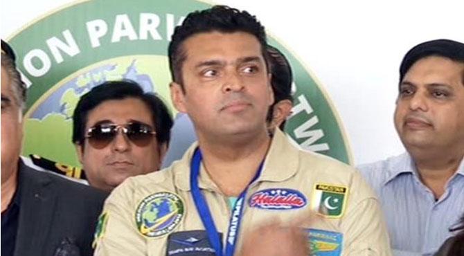 'مشن پرواز' کے ساتھ فخر عالم کراچی پہنچ گئے