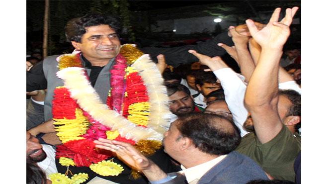 ضمنی الیکشن میں جیت پر ن لیگ کا لاہور ،پی ٹی آئی کا راولپنڈی میں جشن