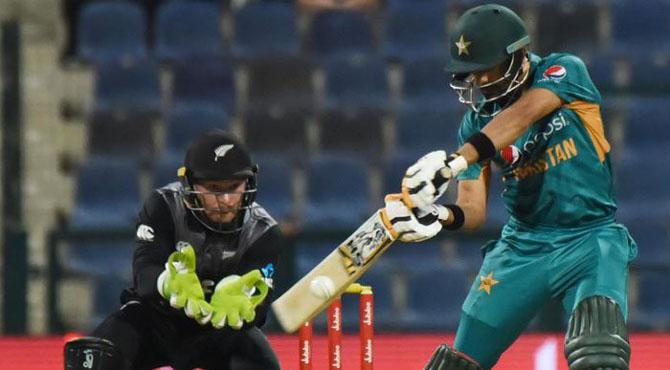 پہلا ٹی ٹوئنٹی: پاکستان کا نیوزی لینڈ کو جیت کے لیے 149 رنز کا ہدف