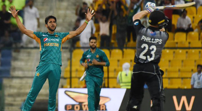 پاکستان نے نیوزی لینڈ کو دلچسپ مقابلے کے بعد 2 رنز سے شکست دیدی