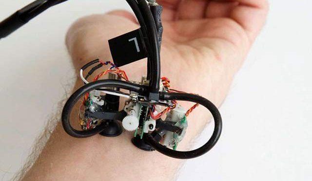 جلد پر رینگنے والا ہرفن مولا روبوٹ