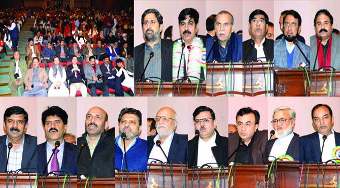 حکومت اخبار فروشوں کے حقوق بارے سوچے، اخبار کی ترسیل کیلئے پیاروں کے جنازے چھوڑ دیتے ہیں:چوہدری نذیر، سابق حکمران اخبارات کے اربوں روپے کے بقایاجات ہمارے کھاتے میں ڈال گئے،اخبارفروش یونین کے عہدیداروں کو مبارکباد، مسائل کے حل کیلئے وزیراعلیٰ پنجاب سے ملاقات کراﺅں گا: فیاض الحسن چوہان کا تقریب سے خطاب