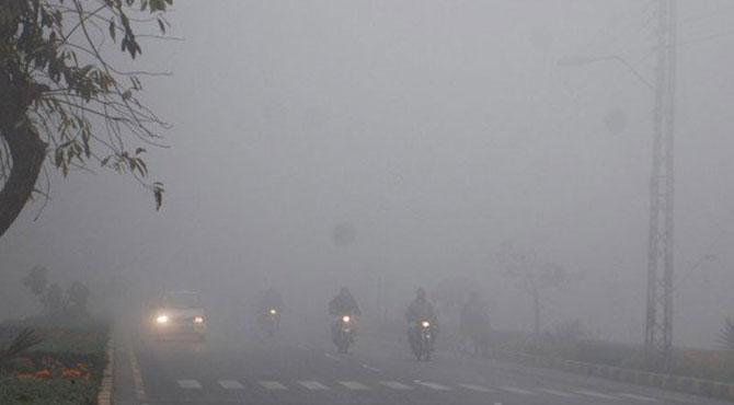 پنجاب میں دھند کا راج بارش، برفباری جاری
