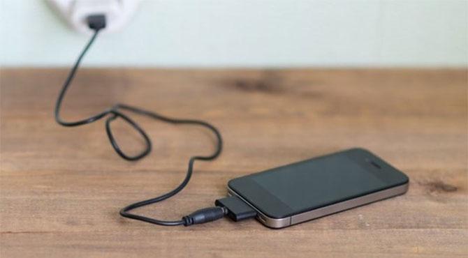 اپنے اسمارٹ فون کو کیسے جلد چارج کریں؟