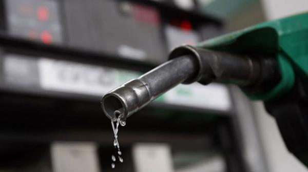 یکم جولائی سے پیٹرول کی قیمت میں 3 روپے سے زائد کمی کا امکان