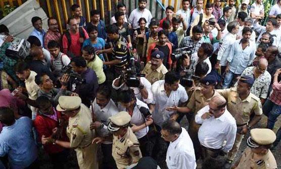 ممبئی میں یلوے اسٹیشن پر بھگدڑ مچنے سے 22 افراد ہلاک