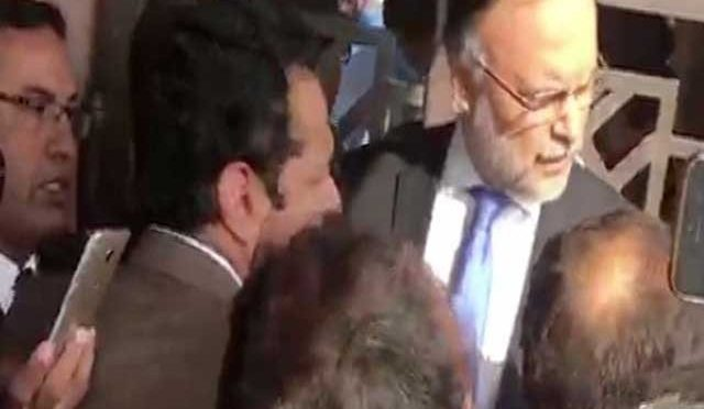 رینجرز نے وزیرداخلہ سمیت وفاقی وزراء کو احتساب عدالت میں داخلے سے روک دیا