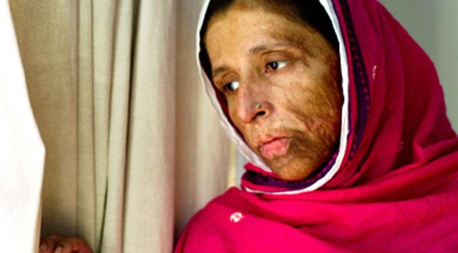 شرمین عبید چنائے  کی فلم میں کام کرنے پر رشتہ داروں نے منہ موڑ لیا