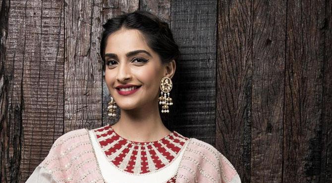 بھارتی اداکارہ سونم کپور شادی کے سوال پر بھڑک اٹھیں