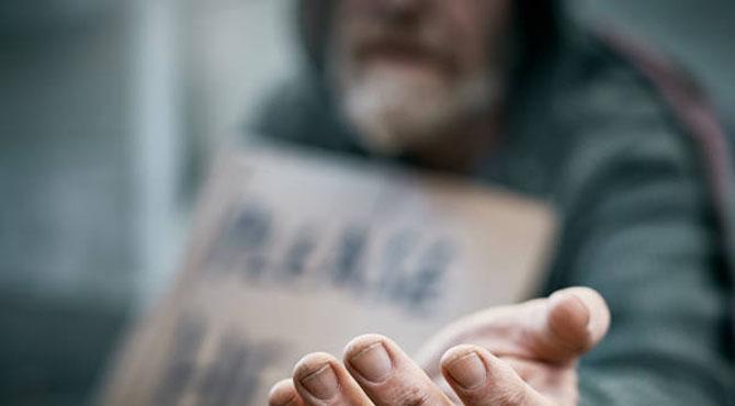 """"""" گردش زمانہ کا عجب نظارہ """"  جب مالدار شخص فقیر بن کر بھیک مانگنے لگا اور بھکاری امیر ترین شخص بن گیا ،سبق آموز واقعہ"""