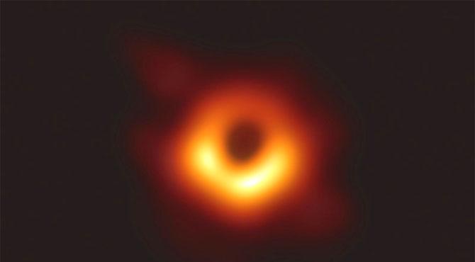 ناسا کا بڑا کارنامہ ، ٹیلی سکوپ سے بلیک ہول کی تصویر جاری کر دی