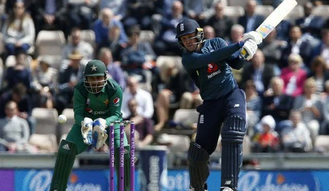 چوتھا ون ڈے: پاکستان کے دیے گے ہدف کے تعاقب میں انگلینڈ کی بیٹنگ جاری