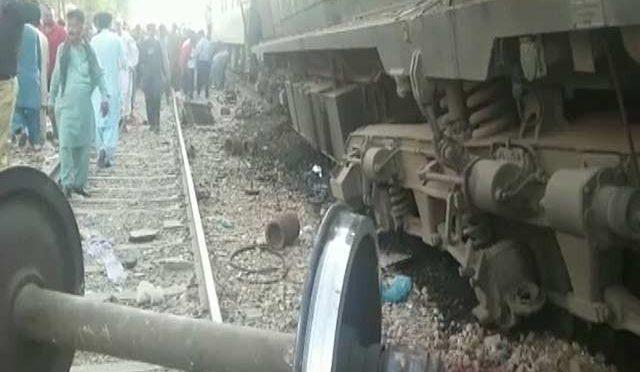 حیدرآباد میں دو ٹرینیں آپس میں ٹکراگئیں، 3 افراد جاں بحق، متعدد زخمی