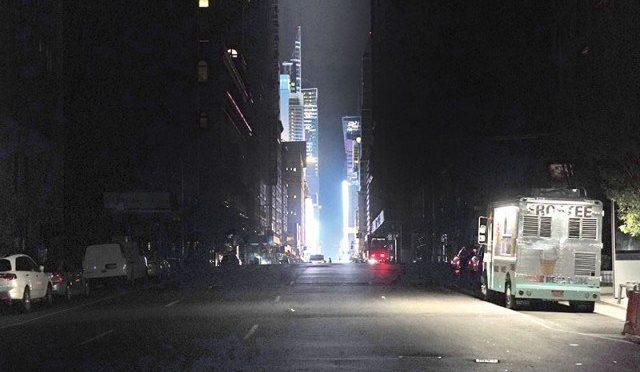 بجلی بند ہونے سے نیویارک کا گنجان آباد علاقہ تاریکی میں ڈوب گیا