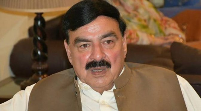 ضمیر پر ابھی بوجھ نہیں اس لیے استعفیٰ نہیں دے رہا: وزیر ریلوے شیخ رشید