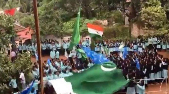 بھارتی کالج میں طالب علموں نے پاکستانی پرچم لہرادیا