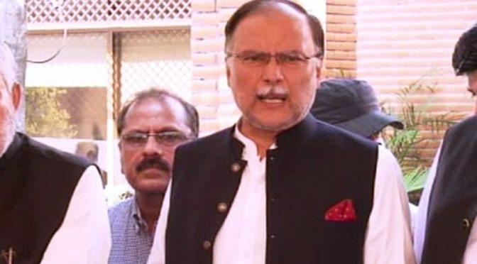 مسلم لیگ (ن) آزادی مارچ کو نومبر تک موخر کرنا چاہتی ہے، احسن اقبال