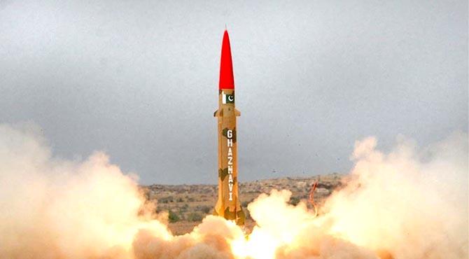 290کلو میٹر تک مار کر نیوالے غزنوی بیلسٹک میزائل کا کامیاب تجربہ،صدر ،وزیر اعظم ،آرمی چیف کی قوم کو مبارکباد