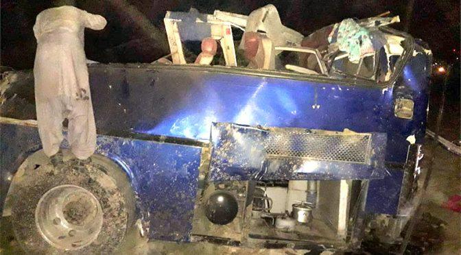 روہڑی میں خوفناک حادثہ ،ٹرین کی بس کو ٹکر ،22جاں بحق متعدد زخمی