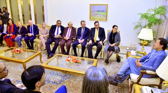 بھارت نے مقبوضہ کشمیر جانے کی اجازت نہ دی،ڈیبی ابراہمس  اقلیتوں کے لیے بھارت محدود ہو چکا ،عمران خان