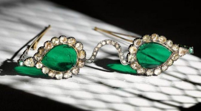 مغلیہ دور کے ہیرے جواہرات سے لیس نایاب چشموں کی برطانیہ میں نیلامی