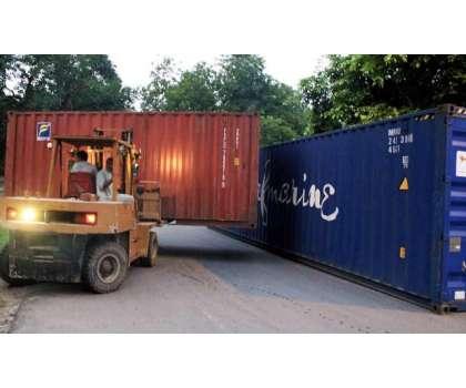 لاہور کے داخلی و خارجی راستے کنٹینر لگا کر بند!